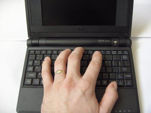 Psaní jednou rukou